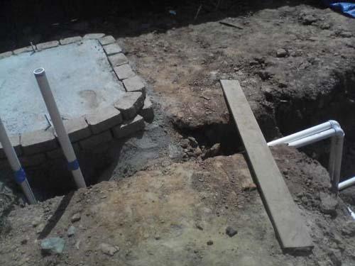 Έφτιαξε μόνος του πισίνα για το σπίτι του (24)