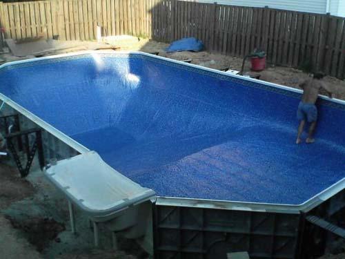 Έφτιαξε μόνος του πισίνα για το σπίτι του (26)
