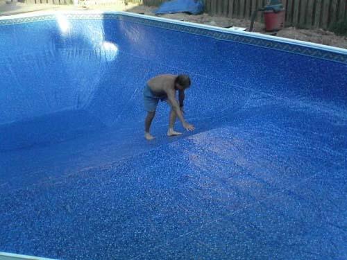 Έφτιαξε μόνος του πισίνα για το σπίτι του (28)