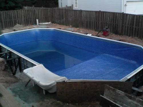Έφτιαξε μόνος του πισίνα για το σπίτι του (29)
