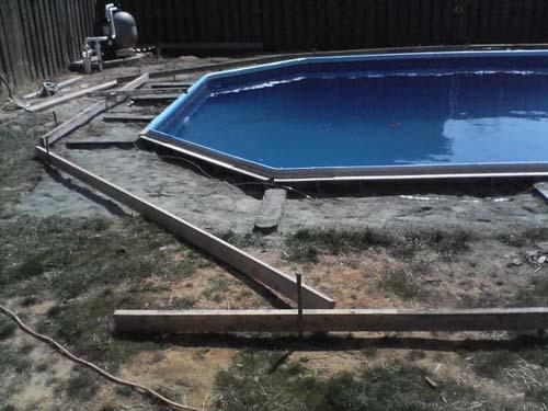 Έφτιαξε μόνος του πισίνα για το σπίτι του (33)