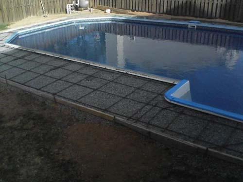 Έφτιαξε μόνος του πισίνα για το σπίτι του (36)