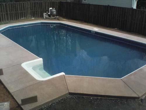 Έφτιαξε μόνος του πισίνα για το σπίτι του (37)