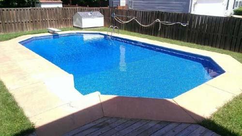Έφτιαξε μόνος του πισίνα για το σπίτι του (38)