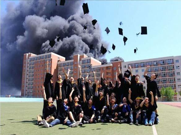 Φωτογράφηση αποφοίτησης με ασυνήθιστο φόντο (2)