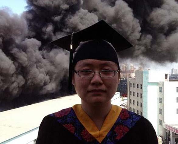 Φωτογράφηση αποφοίτησης με ασυνήθιστο φόντο (5)