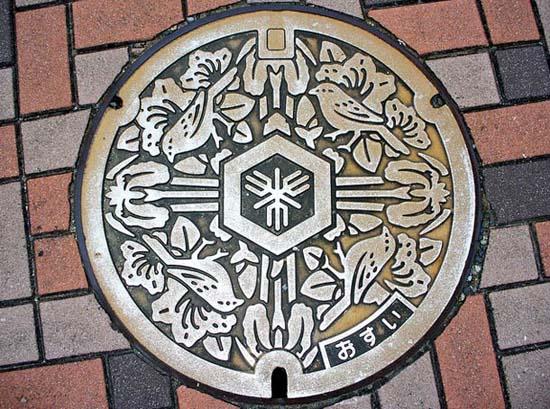 Στην Ιαπωνία τα καπάκια φρεατίων είναι αφορμή για... τέχνη! (15)