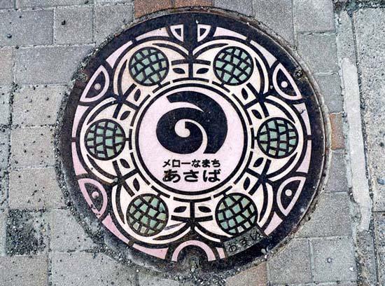 Στην Ιαπωνία τα καπάκια φρεατίων είναι αφορμή για... τέχνη! (24)