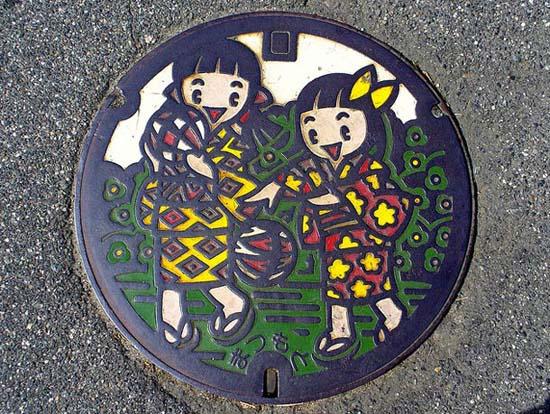 Στην Ιαπωνία τα καπάκια φρεατίων είναι αφορμή για... τέχνη! (26)