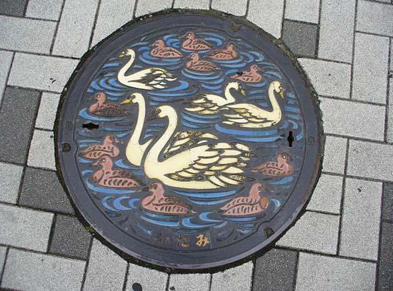 Στην Ιαπωνία τα καπάκια φρεατίων είναι αφορμή για... τέχνη! (28)