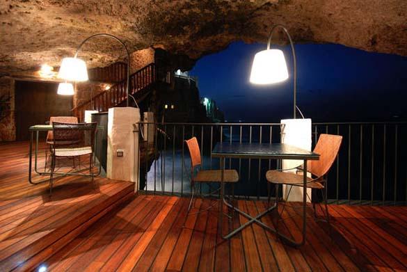 Εκπληκτικό ξενοδοχείο μέσα σε βράχο με θέα την Αδριατική (4)