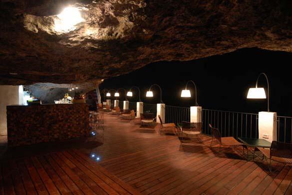 Εκπληκτικό ξενοδοχείο μέσα σε βράχο με θέα την Αδριατική (5)