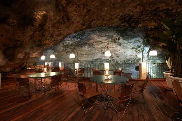 Εκπληκτικό ξενοδοχείο μέσα σε βράχο με θέα την Αδριατική (7)