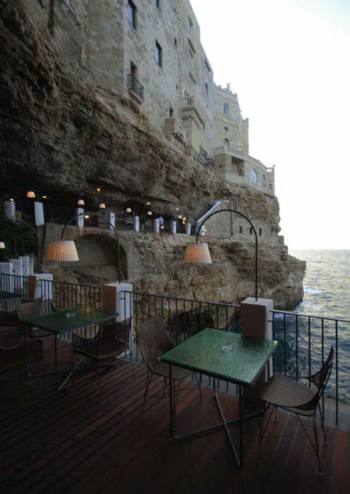 Εκπληκτικό ξενοδοχείο μέσα σε βράχο με θέα την Αδριατική (8)