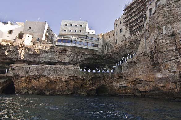 Εκπληκτικό ξενοδοχείο μέσα σε βράχο με θέα την Αδριατική (9)