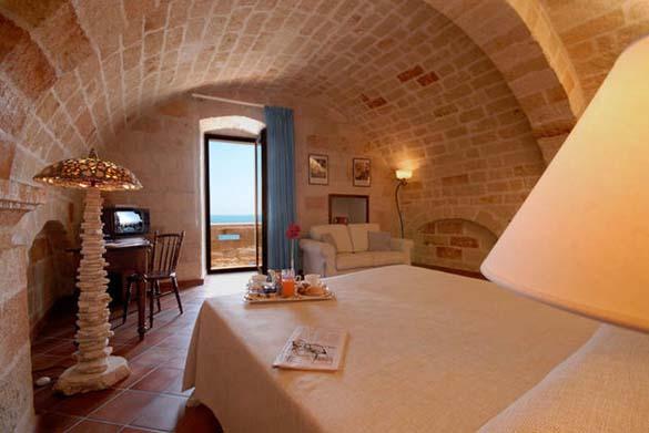Εκπληκτικό ξενοδοχείο μέσα σε βράχο με θέα την Αδριατική (11)