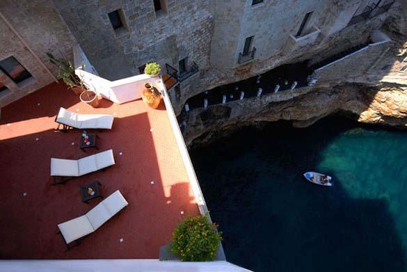 Εκπληκτικό ξενοδοχείο μέσα σε βράχο με θέα την Αδριατική (12)