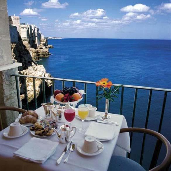 Εκπληκτικό ξενοδοχείο μέσα σε βράχο με θέα την Αδριατική (14)