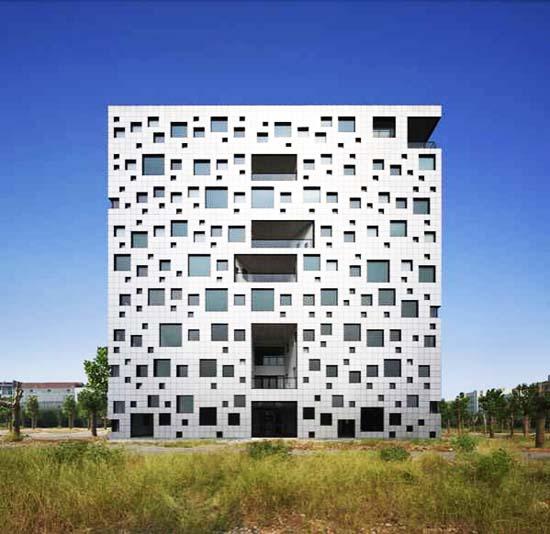 Κτήριο με 1000 παράθυρα (2)