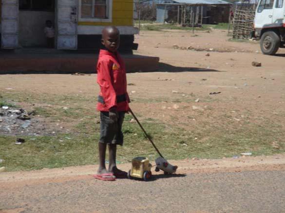 Τα παιδιά της Αφρικής δεν χρειάζονται ακριβά παιχνίδια (5)