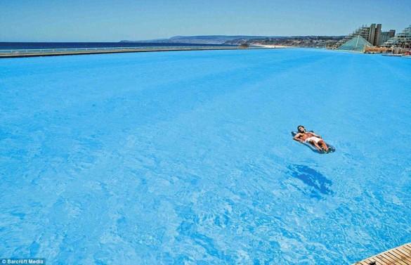 Η μεγαλύτερη πισίνα στον κόσμο | Φωτογραφία της ημέρας