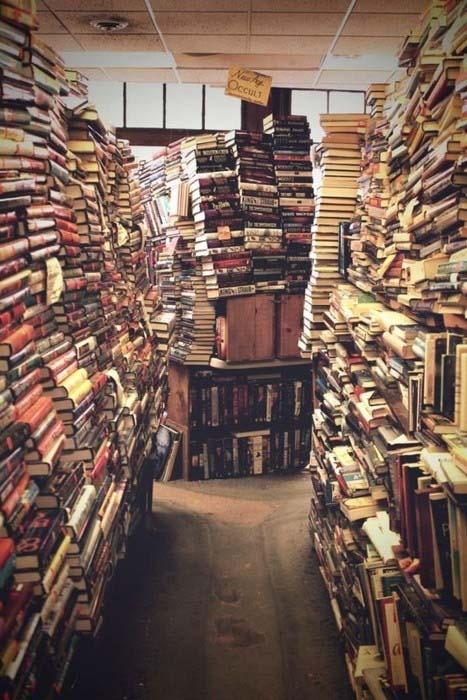 Πράγματα που μπορείς να κάνεις με τα βιβλία σου (11)