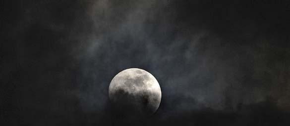 Εντυπωσιακές φωτογραφίες από τη χθεσινή «Super Πανσέληνο» (24)