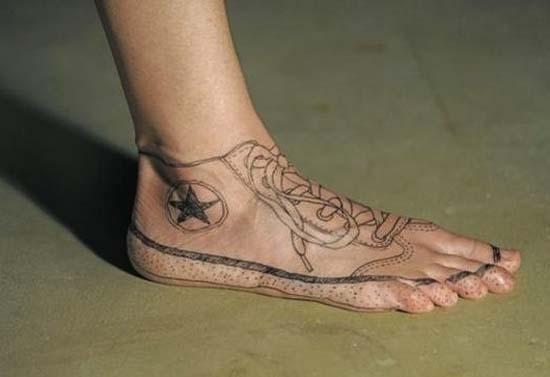 Άνθρωποι που έκαναν τατουάζ σε σχέδιο παπουτσιού (2)