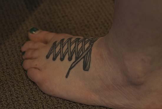Άνθρωποι που έκαναν τατουάζ σε σχέδιο παπουτσιού (5)
