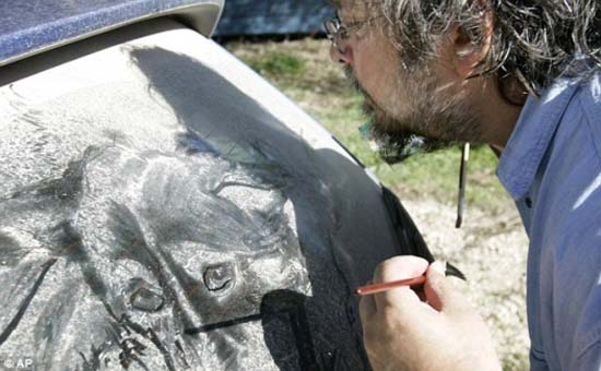 Τέχνη σε σκονισμένα αυτοκίνητα (25)