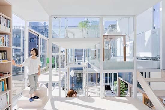 Ζευγάρι κατοικεί σε διάφανο σπίτι στο Τόκιο (3)
