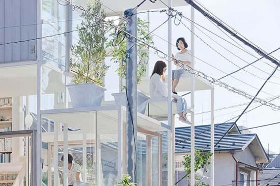 Ζευγάρι κατοικεί σε διάφανο σπίτι στο Τόκιο (5)