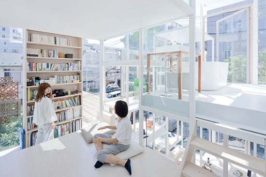 Ζευγάρι κατοικεί σε διάφανο σπίτι στο Τόκιο (10)