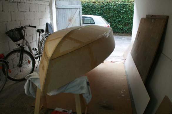 Έφτιαξε μόνος του ιστιοπλοϊκό σκάφος στο σπίτι (3)