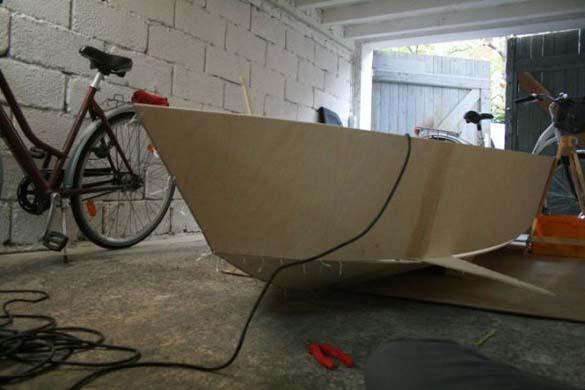 Έφτιαξε μόνος του ιστιοπλοϊκό σκάφος στο σπίτι (4)