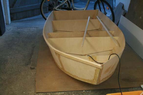 Έφτιαξε μόνος του ιστιοπλοϊκό σκάφος στο σπίτι (6)