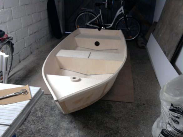 Έφτιαξε μόνος του ιστιοπλοϊκό σκάφος στο σπίτι (7)