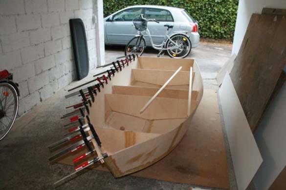Έφτιαξε μόνος του ιστιοπλοϊκό σκάφος στο σπίτι (10)