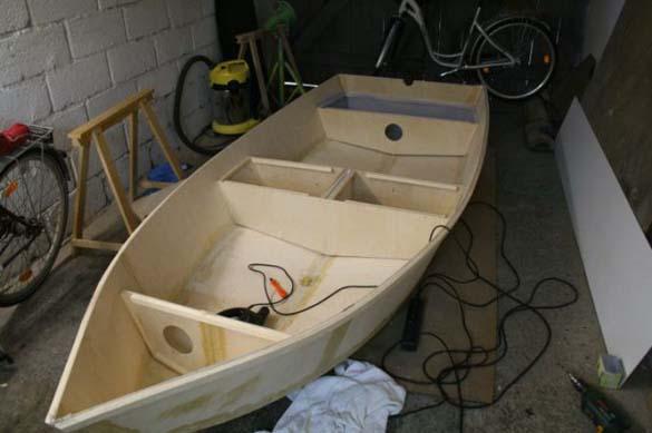 Έφτιαξε μόνος του ιστιοπλοϊκό σκάφος στο σπίτι (14)