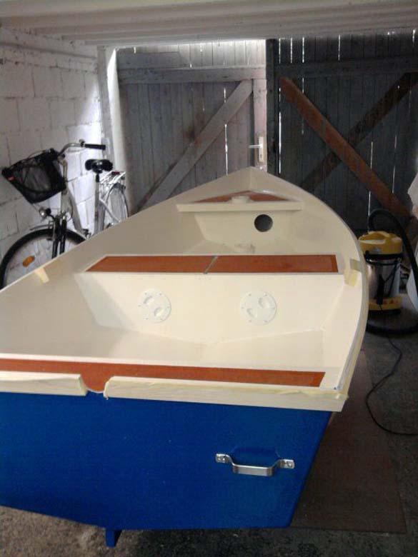 Έφτιαξε μόνος του ιστιοπλοϊκό σκάφος στο σπίτι (19)