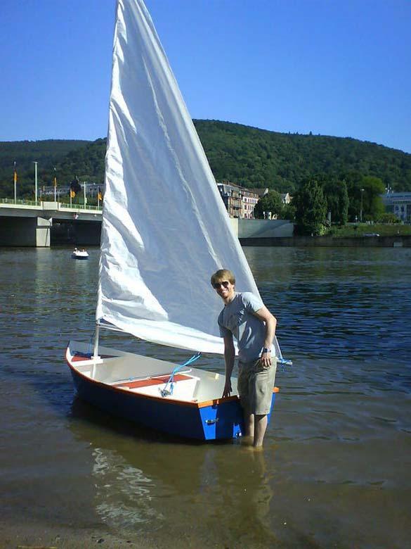Έφτιαξε μόνος του ιστιοπλοϊκό σκάφος στο σπίτι (20)