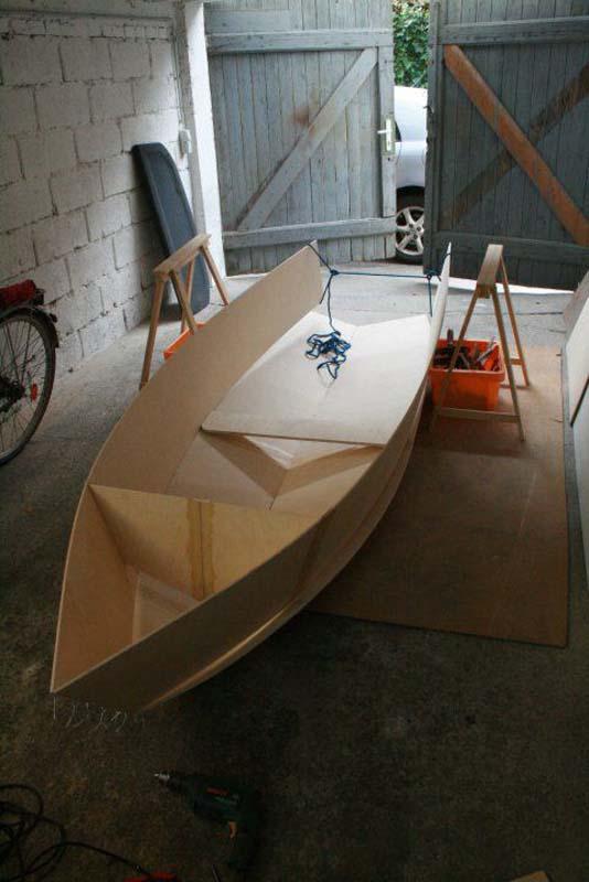 Έφτιαξε μόνος του ιστιοπλοϊκό σκάφος στο σπίτι (24)