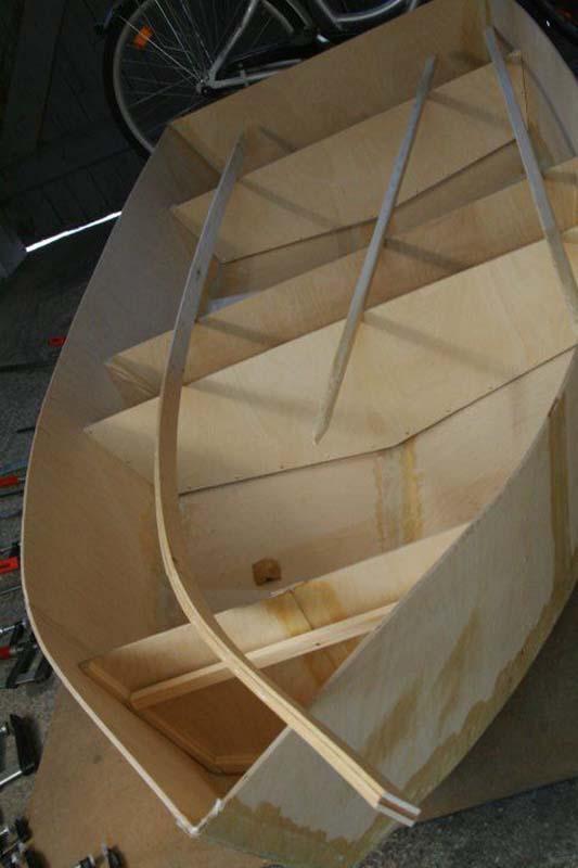 Έφτιαξε μόνος του ιστιοπλοϊκό σκάφος στο σπίτι (25)