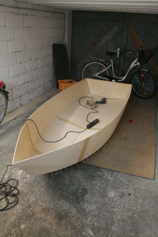 Έφτιαξε μόνος του ιστιοπλοϊκό σκάφος στο σπίτι (28)