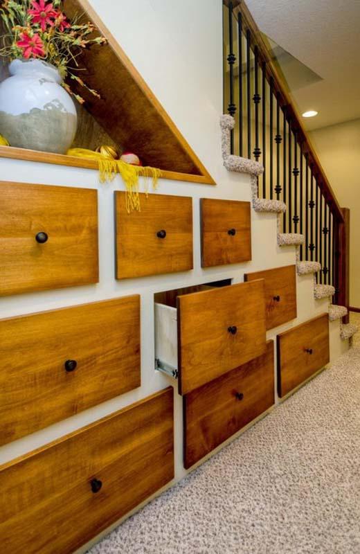 30 εκπληκτικές ιδέες για σκάλες που προσφέρουν εξοικονόμηση χώρου (25)