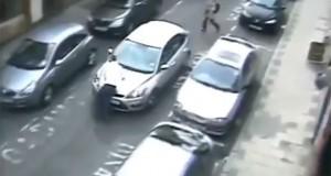 Ξέφρενη γυναίκα οδηγός παρασύρει άνθρωπο για 300 μέτρα και τα ρίχνει στις ορμόνες της (Video)