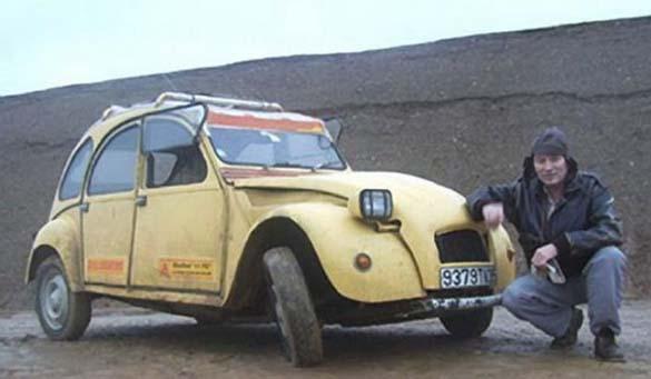 Μετέτρεψε το αυτοκίνητο του σε μοτοσυκλέτα για να επιβιώσει (1)