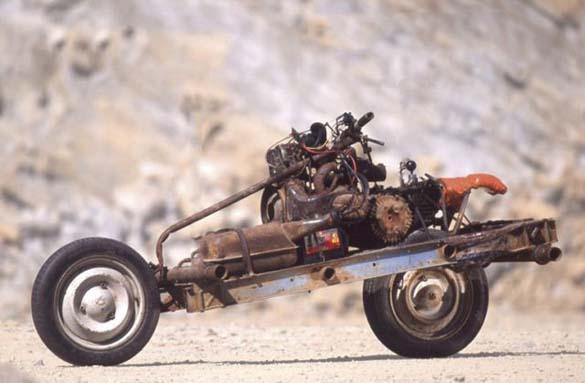 Μετέτρεψε το αυτοκίνητο του σε μοτοσυκλέτα για να επιβιώσει (7)