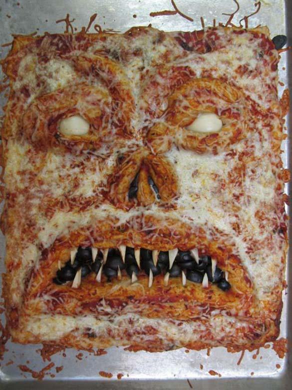 Μια πίτσα που... τρομάζει! (5)