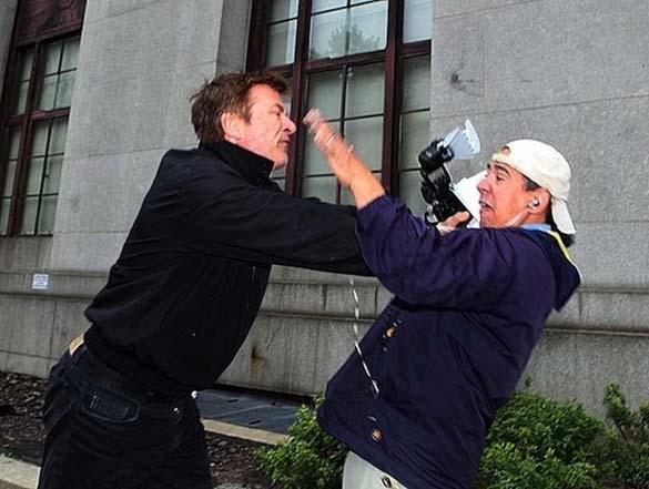 Όταν οι διάσημοι επιτίθενται σε paparazzi (8)